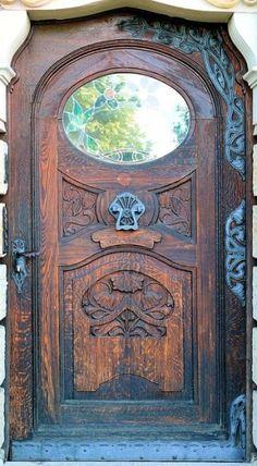 Porta grande de madeira