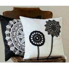 {Inspiração do dia} Aplicação de crochê em almofada ❤❤❤❤❤ #inspiracao#almofada#capadealmofada#croche#crochet#crochetlovers#crochetaddict#ideia#goididea#lindo#casa#casavestida#casadecorada#ootd#decor#decoracao#instadecor