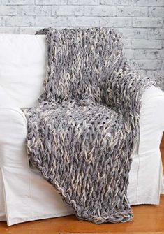 Free Arm Knit 3-Hour Blanket Tutorial