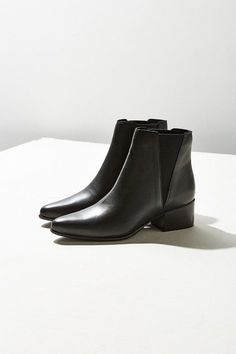 Urban Outfitters Pola Leather Chelsea Boot