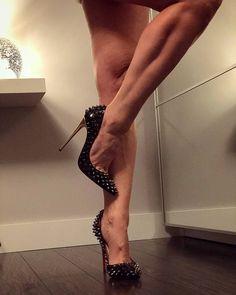 "156 Me gusta, 4 comentarios - Feet & High-Heels (@feetandheels) en Instagram: ""Amazing! ❤…"" #SexyHighHeels"