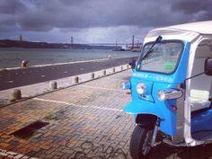 Doing the tour City by The River. A fazer o tour Cidade à Beira Rio.   Reservas/Reservations: (+351) 964 483 321 ou/or info@tuktuktejo.com  #TukTukTejo #Lisboa #Lisbon #Lisbone #Ecotours #Lisbontours #belém
