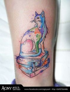 Francisca Gatito sobre libros. #inkbe, #tattoo, #watercolor, #cat, # catlover, # books, # book, # acuarela, # colores, # colors, # animal