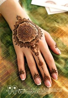 mehndi henna  Love the fingernail decoration and the middle finger