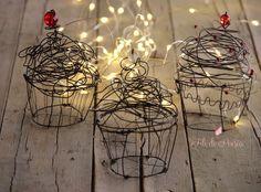 """""""Mi piace"""": 412, commenti: 30 - Daniela Corti•Wire & Textile (@filidipoesia) su Instagram: """"Un dolcetto fa subito festa e allora cupcakes per tutti!!! Appena sfornati per #natalealpoggio2016…"""""""