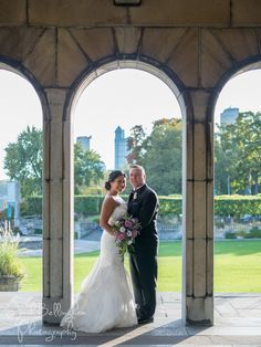 Cute Wedding Eloping At Oakes Garden Theatre In Niagara Falls Canada The Gardens Are Gorgeous And