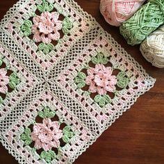 Transcendent Crochet a Solid Granny Square Ideas. Inconceivable Crochet a Solid Granny Square Ideas. Crochet Quilt, Crochet Blocks, Crochet Pillow, Crochet Afghans, Crochet Motif, Crochet Doilies, Crochet Stitches, Free Crochet, Simple Crochet