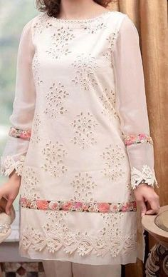 Kurti Neck Designs, Kurta Designs Women, Kurti Designs Party Wear, Stylish Dresses For Girls, Stylish Dress Designs, Casual Dresses, Simple Pakistani Dresses, Pakistani Dress Design, Pakistani Fashion Party Wear