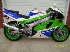 i would love in pink and gray! Kawasaki Ninja 750, Kawasaki Motorcycles, Cool Motorcycles, Jet Ski, Ducati 748, Retro Motorcycle, Sportbikes, Classic Bikes, Hot Bikes