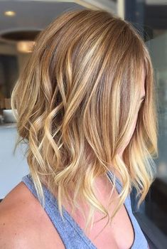 Fashionable and trendy hair colors 2019 are balayage and shatush, chestnut. black tulip for brunettes and strawberry blonde for light haired women. Balayage Hair Grey, Balayage Hair Caramel, Baylage Vs Ombre, Short Balayage, Blonde Ombre, Grey Hair, Strawberry Blonde Hair, Blonde Highlights, Cool Hairstyles
