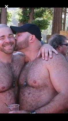 Cap Man, Big Guys, Gay Couple, Mens Caps, Beard Styles, Baseball Cap, Kisses, Daddy, Couples