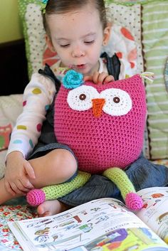 Free Crochet Owl Toy/Pillow pattern.