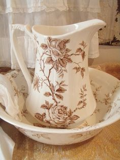 . . . Cabin & Cottage : Ruffles and Transferware