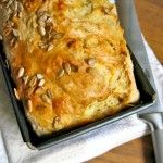 Beer and cheese bread for lazy bakers A super-easy South African recipe for beer and cheese quick bread – no yeast, no kneading! And ridiculously tasty… Baker Recipes, Cooking Recipes, South African Braai, Kos, Braai Recipes, Side Dishes For Bbq, Beer Bread, Cheese Bread, Cheese Muffins