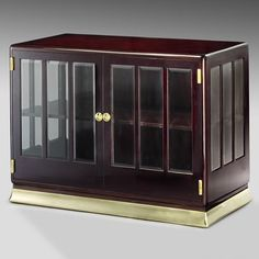 Adolf Loos - Commode 1900. Mahogany, bevelled glass, brass