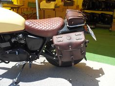 Bag for Triumph luggage rackThis bag is suitable for the Triumph luggage rack, it's inspired to the Dakar's tool bags and it has an easily full-opening thanks to the snaps that permit a larger acc Luggage Rack, Motorcycle Leather, Kydex, Leather Working, Bags, Ideas, Handbags, Roof Rack, Totes