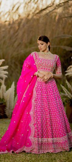 Lehenga Choli Online, Bridal Lehenga Choli, Girls Dresses, Formal Dresses, Coffee Shops, Ball Gowns, Sari, Crop Tops, How To Wear