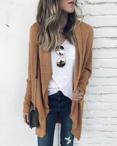 IG- @sunsetsandstilettos - casual Fall outfit inspiration