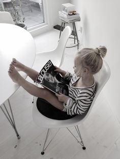 Rien de tel qu'un bon magazine pour se détendre // There's nothing like a good magazine for relaxing - émoi émoi