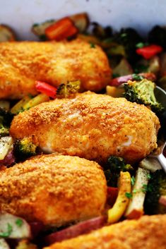 One Pan Crispy Parmesan Paprika Chicken with Vegetables has tender and juicy chicken with a crispy parmesan paprika breading surrounded by veggies. It it is full of flavor and makes an amazing one pan dinner your family will love! We are officially entering the busy holiday season! I hope you enjoyed your Thanksgiving and ate …