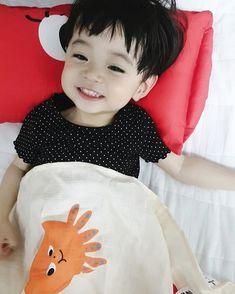 Most Popular Baby Boy Ulzzang Kids Ideas Cute Baby Boy, Cute Little Baby, Cute Kids, Cute Asian Babies, Korean Babies, Dr Seuss Baby Shower, Baby Boy Shower, Western Baby Names, Cute Babies Photography