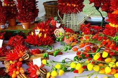 Dieci alimenti per vivere meglio Cosa non dovrebbe mai mancare nel frigo di chi vuole mangiare in modo sano e mantenersi in forma?
