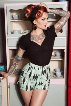 Image about Tattoos in weird quirky rockabilly by planet niffer - Картинка с тегом «pinup, pinup girl, and psychobilly Looks Rockabilly, Mode Rockabilly, Rockabilly Fashion, Rockabilly Tattoos, Rockabilly Outfits, Pin Up Retro, Look Retro, 50s Pin Up, Pin Up Girl Vintage