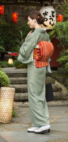 Yukata Kimono, Kimono Fabric, Japanese Costume, Japanese Kimono, Obi One, Japan Woman, Traditional Outfits, Traditional Art, Ao Dai