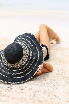 sombrero-negro-rayas-playa-botikaria.es