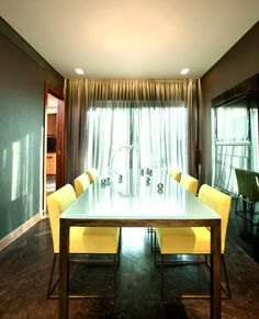 The classic tone is balanced and has withstood the countless fancies and fashion. The yellow chairs are really stand-out, which make the room atmosphere become more warm. And the combination of the dark green wall matches with dark brown floor which looks so elegant and grand.