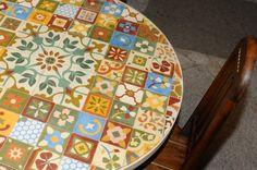Mesa elaborada com ladrilhos hidráulicos 10 x 10 - Mosaicos Portella.