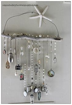 Wind chimes are a simple way to add charm and interest to your outdoor space. The sights and sounds of a wind chime dancing in the breeze can truly take your porch or garden to the next level. Driftwood Crafts, Seashell Crafts, Beach Crafts, Crafts To Make, Fun Crafts, Arts And Crafts, Carillons Diy, Easy Diy, Diy Wind Chimes