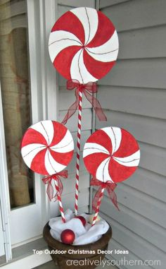 All of these tip porch decorations of Christmas are quite easy and money-saving for decoration of porch. You should also suggest these tips to your friends as well.