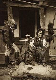 "Tomesti, sacuiasca (Székely) The husband says, ""Any minute she's going to say she needs more wool. This hobby is costing more than I thought! Spinning Yarn, Hand Spinning, Spinning Wheels, Heroic Age, Weaving Tools, Old Pictures, Fiber Art, Vintage Photos, Hand Dyed Yarn"