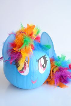 These no-carve My Little Pony pumpkins are SO EASY! Seriously, you paint the pumpkin, peel off the cute little printable faces and add a dollar store feather boa as the hair. So simple! (And best use of a feather boa, ever! Easy Pumpkin Carving, Pumpkin Painting, Carving Pumpkins, Creative Halloween Costumes, Halloween Crafts, Pumpkin Contest, Pumpkin Ideas, Face Template, My Little Pony