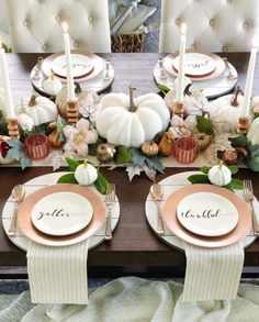 These Thanksgiving decor ideas are great for the approaching holiday to get you in the spirit. Check out these decor ideas for this thanksgiving! ideas thanksgiving Thanksgiving Decor Ideas For The Upcoming Holiday Season Thanksgiving Diy, Thanksgiving Table Settings, Thanksgiving Centerpieces, Holiday Tables, Fall Table Settings, Thanksgiving Wallpaper, Holiday Decorations Thanksgiving, Decorating For Thanksgiving, Halloween Decorations