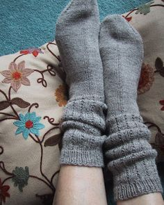 Who doesn& remember them fondly? Pattern: My inspiration was from Spider Woman Knits & boot socks on Ravelry . Crochet Socks, Knitting Socks, Hand Knitting, Knitted Hats, Knit Crochet, Knitting Patterns, Knit Socks, Knit Sweaters, Crotchet