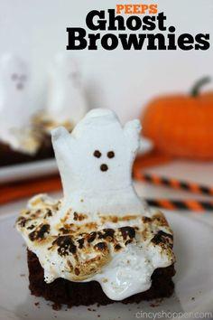 PEEPS Ghost Brownies - Super simple and spooky Halloween treat dessert. Fun for Halloween Parties. Halloween Desserts, Bonbon Halloween, Halloween Goodies, Holiday Desserts, Holiday Treats, Halloween Brownies, Holiday Appetizers, Costume Halloween, Fete Halloween