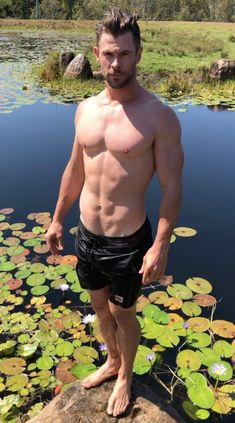 Chris Hemsworth Thor, Chris Hemsworth Torse Nu, Chris Hemsworth Muscles, Chris Hemsworth Workout, Taylor Kitsch, Dylan Sprayberry, Zec Efron, Shirtless Actors, Hemsworth Brothers
