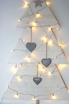 Lovely semi-easy xmas tree, you could even do this out of cardboard (I love bare brown cardboard)