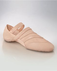 Feel free to dance any form of dance in these versatile shoes. Soft leather molds to your foot as the mesh hugs every contour. Along with suede sole patches and a low profile, the Freeform allows you