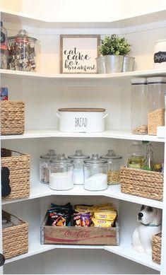 Kitchen Pantry Organization Ideas – Home Diy Organizations Pantry Makeover, Kitchen Pantry Design, Diy Kitchen, Kitchen Decor, Kitchen Pantries, Kitchen Ideas, Corner Pantry Organization, Organization Ideas, Pantry Ideas