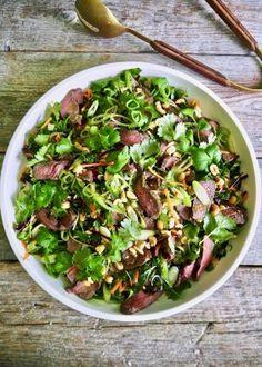 One pot wonder - lettvint gryterett - Mat På Bordet Deep Pan, One Pot Wonders, Asian Recipes, Cobb Salad, Pesto, Nom Nom, Spicy, Cabbage, Food And Drink