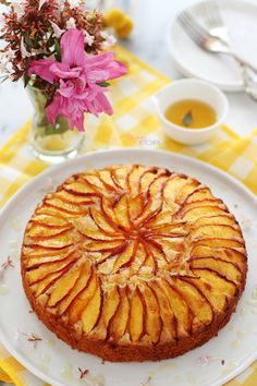 Although it suits well with the juicy, fragrant peaches of the season, make it with every fruit .-Mevsimin sulu, mis kokulu şeftalileriyle çok yakıştıysa da her meyveyle yap… With the juicy, fragrant peaches of the season … - Baby Food Recipes, Cake Recipes, Dessert Recipes, Easy Homemade Desserts, Pasta Cake, Dessert From Scratch, Summer Cakes, Pudding Cake, Pudding Desserts