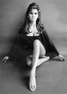 sex symbol and pop culture icon, Raquel Welch was a big deal in her heyday. Born Jo Raquel Tejada in Chicago, Illinois in she was. Rachel Welch, Hollywood Stars, Classic Hollywood, Old Hollywood, Classic Beauty, Timeless Beauty, Iconic Beauty, Divas, Beautiful People