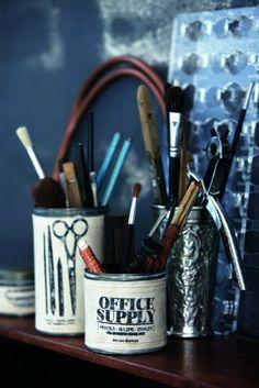 In diesen Dosen finden Pinsel, Stifte oder Bastelutensilien Platz. #homestory #home #interior #accessoires