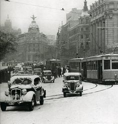 December in Madrid, Spain 1945 Old Photography, Street Photography, Old Pictures, Old Photos, Vintage Photographs, Vintage Photos, Foto Madrid, Frozen In Time, Historical Pictures