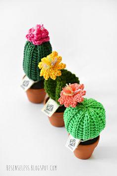 amigurumi crochet cactus in clay pots - cactus all'uncinetto in vasi di terracotta - besenseless.blogspot.com