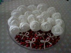 A Spoonful of Crafts: Dekoration med toiletpapirroser / Decoration - Toilet Paper Roses