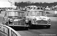 A bit of wheel to wheel Sunday Screamer track action from 1965 up next. Can't beat a vintage racing shot! Mini Cooper S, Mini Lifestyle, Automobile, Sports Car Racing, Auto Racing, Classic Race Cars, Pista, Vintage Racing, Classic Mini